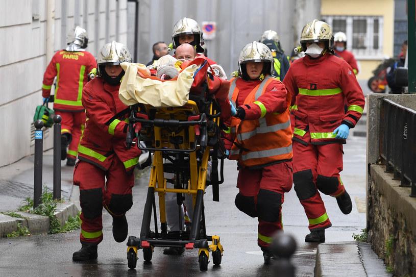 Służby udzielają pomocy rannym w ataku /AFP