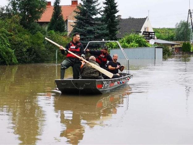 Służby usuwają skutki powodzi na Starym Bieżanowie w Krakowie /Fot. Bogusław Świerzowski/Krakow.PL /Facebook