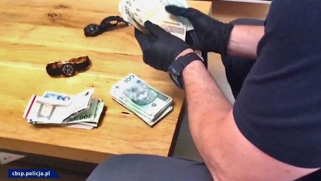 Służby zabezpieczyły nieruchomości, samochody oraz gotówkę o łącznej  wartości ponad 2 mln zł /Policja