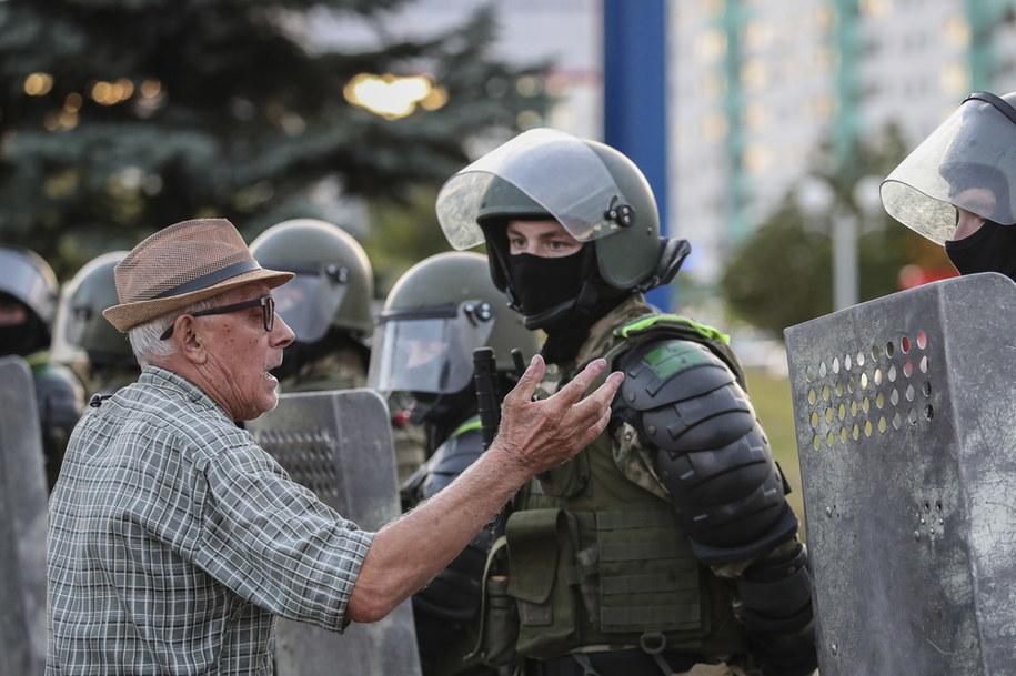 Służby zatrzymały kilka tysięcy protestujących /TATYANA ZENKOVICH  /PAP/EPA