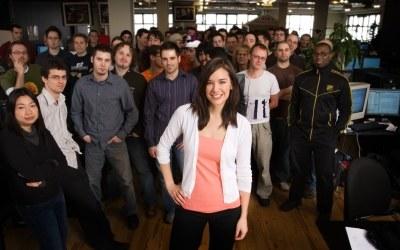 Słynna kanadyjska producentka gier Jade Raymond wraz z resztą zespołu Ubisoft Montreal /Informacja prasowa