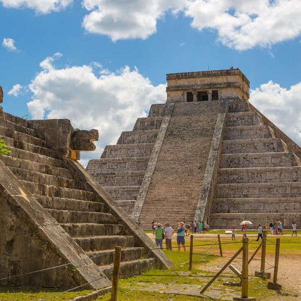 Słynny grobowiec w kształcie piramidy schodkowej /materiały prasowe