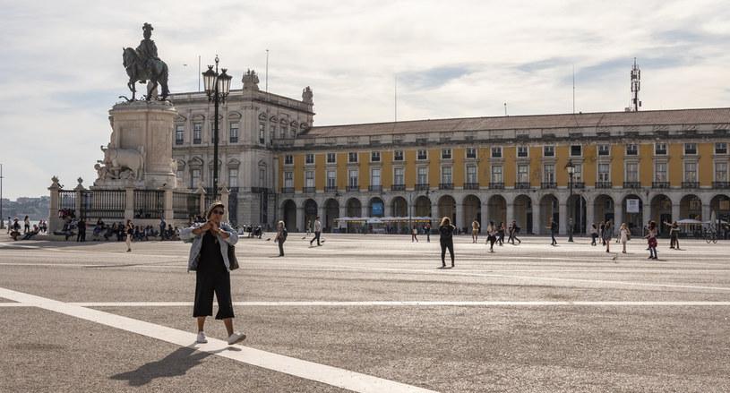 Słynny plac w Lizbonie, zdj. ilustracyjne /Horacio Villalobos#Corbis/Corbis /Getty Images