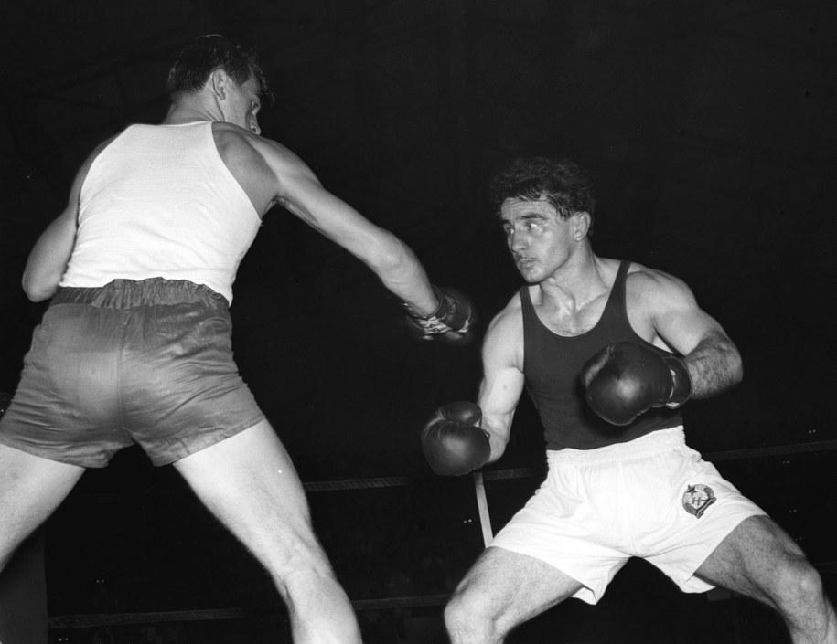 Słynny pojedynek Pietrzykowskiego z Laszlo Pappem w 1956 r. w Warszawie /PAP /PAP