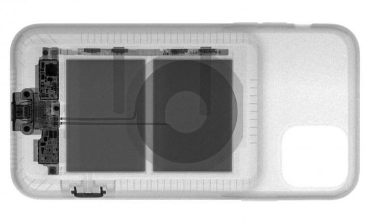Smart Battery Case prześwietlony przez iFixit / fot. iFixit /materiał zewnętrzny