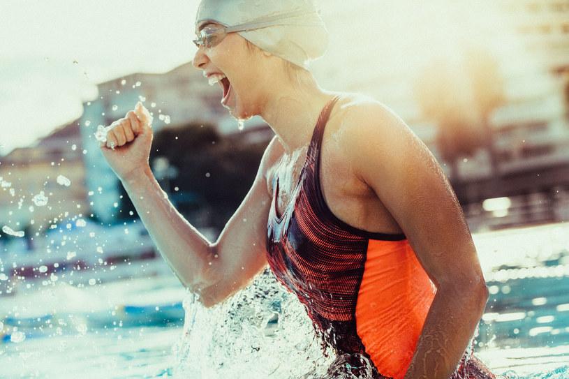 Smartband sprawdzi się nie tylko u biegaczy, ale także pływaków /123RF/PICSEL