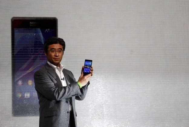 Smartfon Sony Xperia Z2 wraz z opaską SmartBand trafia do polskiej przedsprzedaży /AFP