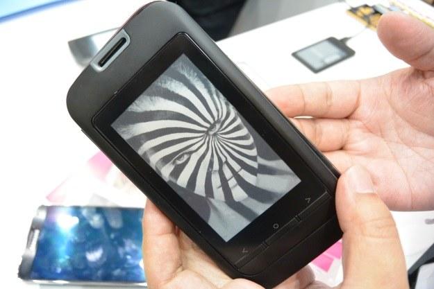 Smartfon w pokrowcu InkCase /INTERIA.PL