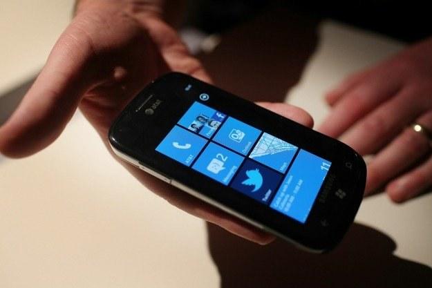 Smartfon z systemem Windows Phone 7 /AFP