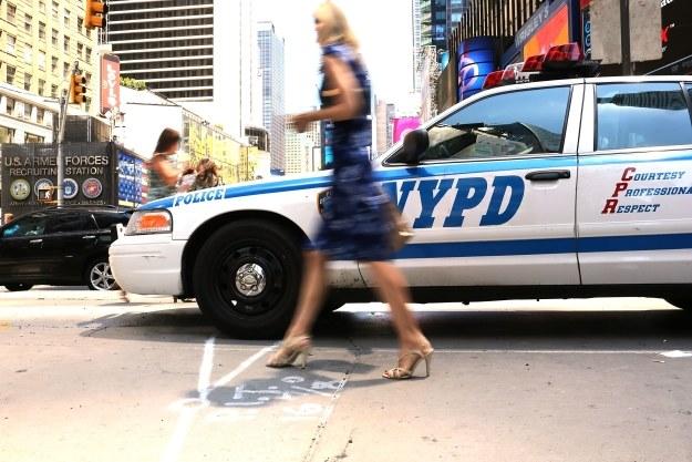 Smartfony dostało 400 policjantów /AFP