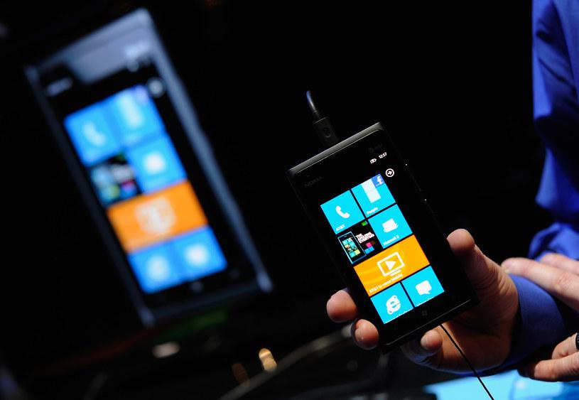 Smartfony Lumia odpowiadają za niemal 85 proc. odsłon mobilnych wykonywanych przez telefony z Windows Phone 7 /AFP