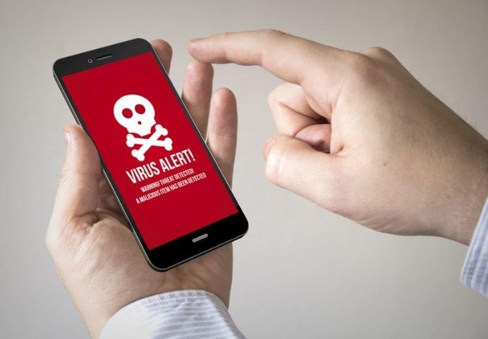 Smartfony są coraz częstszym łupem hakerów /123RF/PICSEL