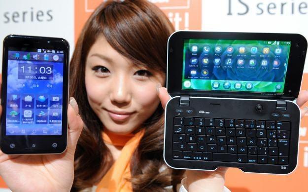 Smartfony stały się bardziej popularne niż komputery /AFP