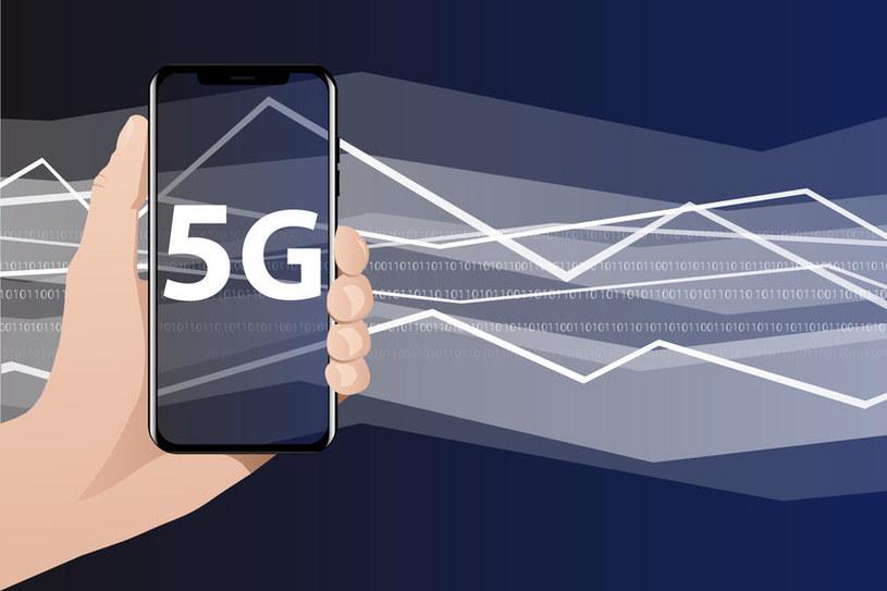 Smartfony z 5G eksplodują popularnością /123RF/PICSEL