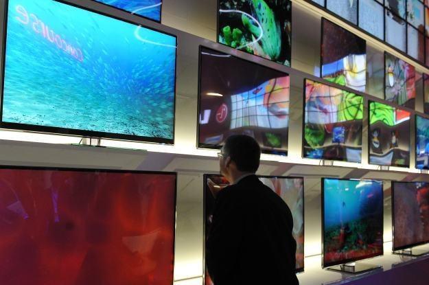 SmartTV ma skutecznie przekształcić telewizor w centrum mulltimedialne /AFP