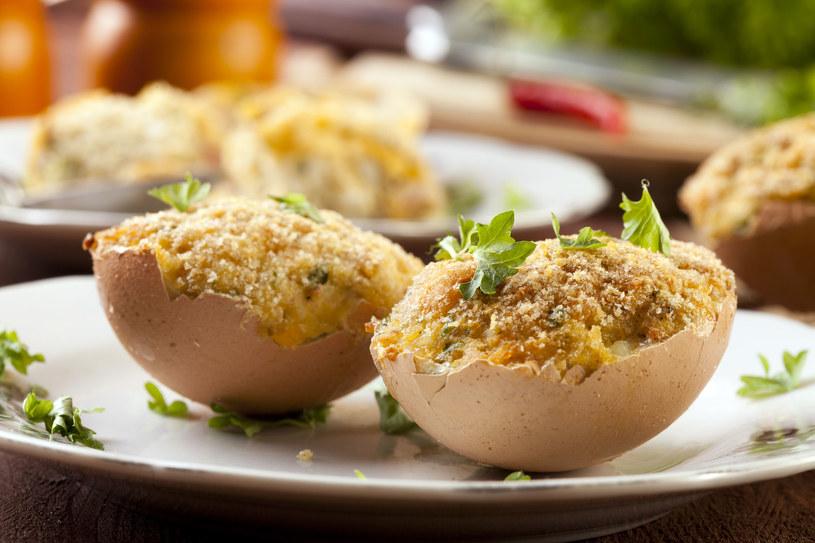 Smażone jajka faszerowane /123RF/PICSEL