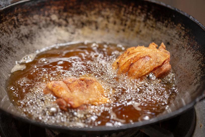 Smażone potrawy szkodzą trzustce /©123RF/PICSEL
