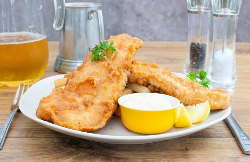 Smażysz rybę? Koniecznie dodaj cytryny do oleju. /123RF/PICSEL