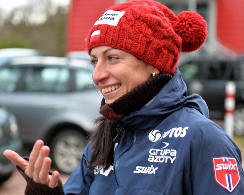 Śmiech przez łzy Justyny Kowalczyk po wycofaniu z Tour de Ski /Grzegorz Momot /PAP