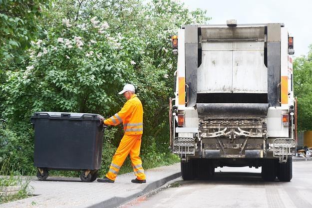 Śmieciarki mogą nie wyjechać na ulice polskich miast /©123RF/PICSEL