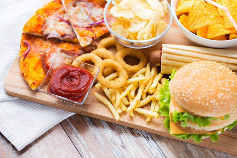 śmieciowe jedzenie /© Photogenica