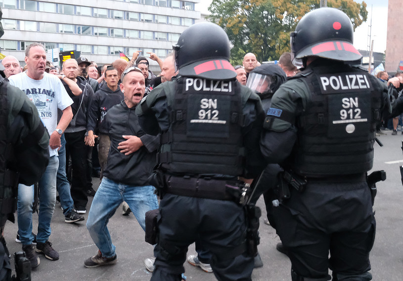 Śmierć 35-letniego Niemca sprowokowała zajścia na ulicach Chemnitz /Sebastian Willnow /AFP