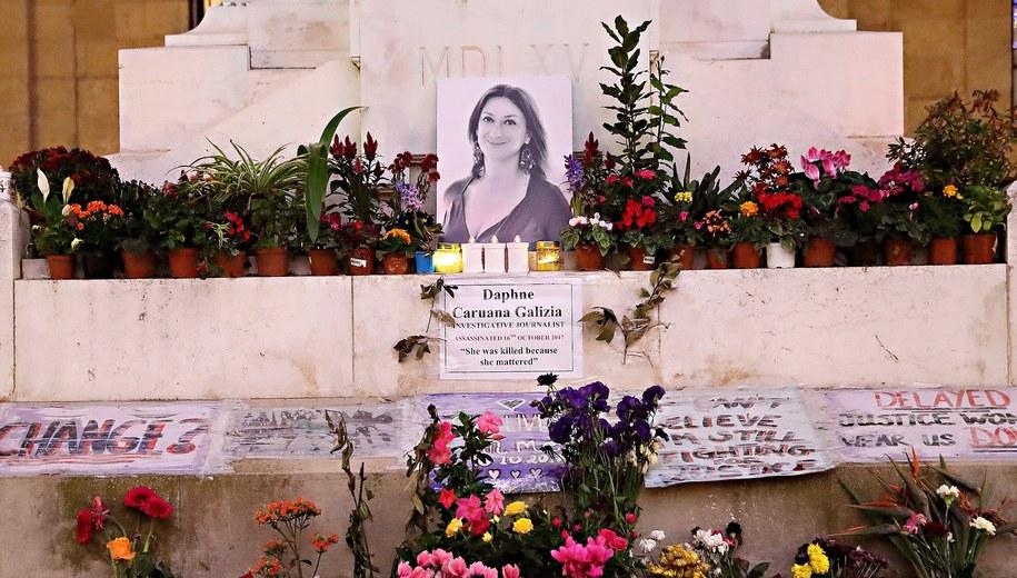 """Śmierć Caruany Galizii, którą czasami nazywano """"jednoosobową Wikileaks"""", wywołała ogromne poruszenie nie tylko na Malcie, ale także poza jej granicami. /DOMENIC AQUILINA /PAP/EPA"""