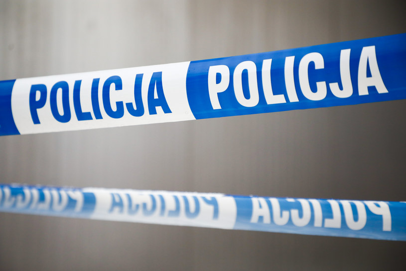 Śmierć na komendzie. Mężczyzna zmarł po użyciu paralizatora przez policjantów /Beata Zawrzel /Reporter