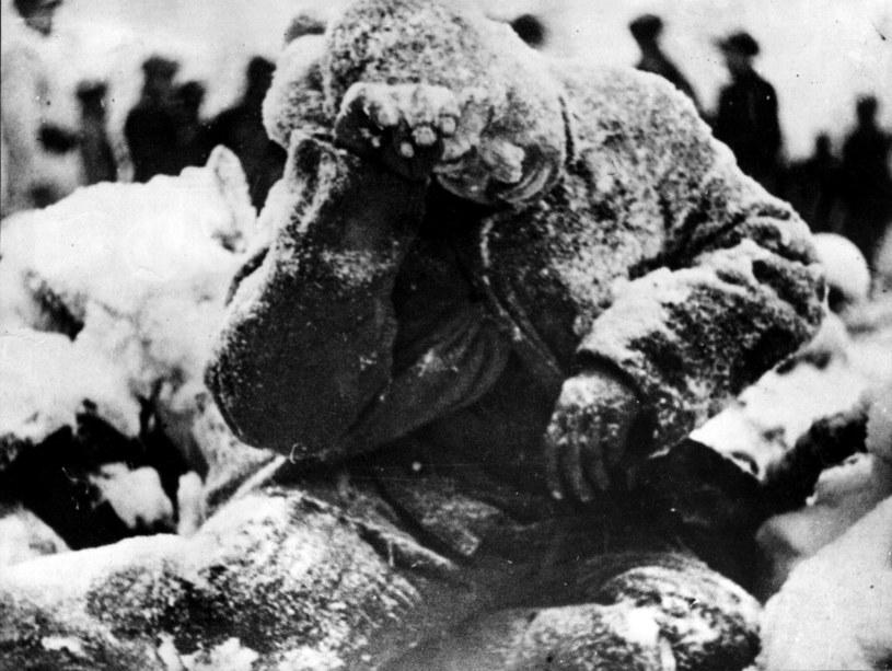 Śmierć na mrozie. Sowiecki żołnierz zastrzelony przez fińskiego snajpera w czasie wojny zimowej 1939-40 /Getty Images