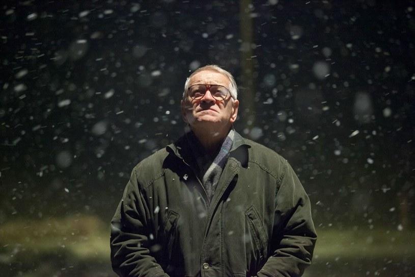 Śmierć Zdzisława Beksińskiego (Andrzej Seweryn) pozostawia widza w szoku jeszcze długo po zakończeniu seansu /materiały prasowe