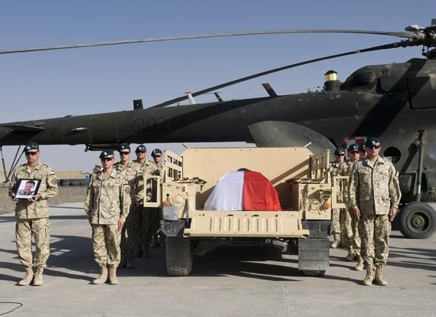 Śmierć żołnierzy to niewygodny temat.../fot. Adam Roik, Combat Camera DOSZ /