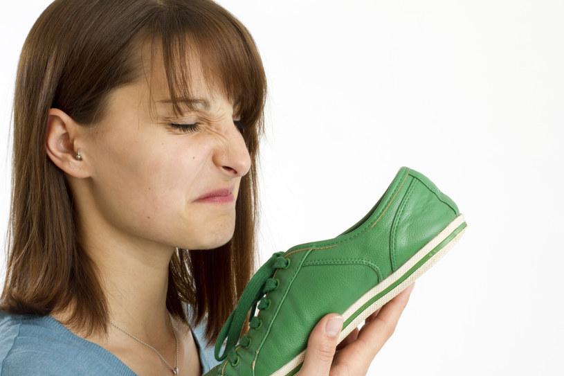 śmierdzące buty /© Photogenica