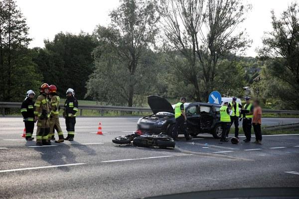 """""""Na miejscu pracują policjanci ruchu drogowego, będzie wszczęte postępowanie, które wyjaśni zarówno okoliczności jak i przyczyny wypadku"""" – powiedziała Katarzyna Cisło z zespołu prasowego małopolskiej policji."""