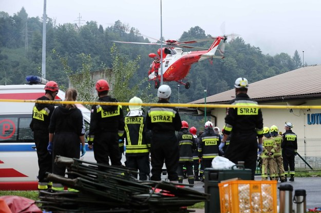 Śmigłowiec TOPR transportujący rannych do szpitala w Zakopanem /PAP