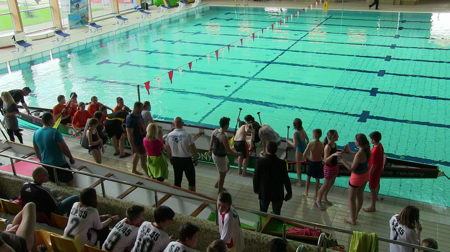 Smocze łodzie na basenie /Piotr Bułakowski /RMF FM