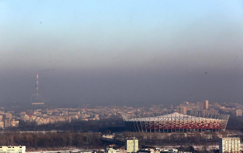 Smog spowija również Warszawę /Tomasz Gzell /PAP