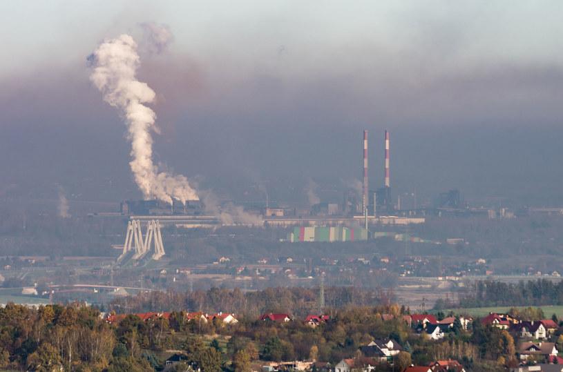 Smog to problem całego kraju – niemal przez cały rok /123RF/PICSEL