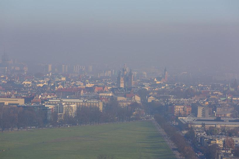 Smog to zmora Krakowa i wielu innych polskich miast /123RF/PICSEL