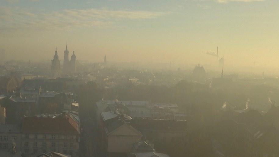 Smog w Krakowie /Tomasz Wełna, grafik, fotograf /