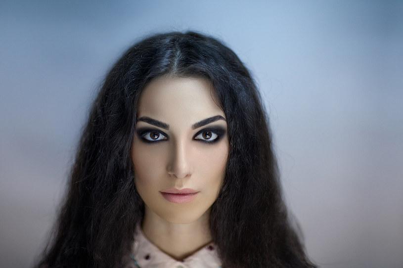 Smokey eyes to makijaż idealny dla kobiet, które chcą wyróżnić się w tłumie /123RF/PICSEL