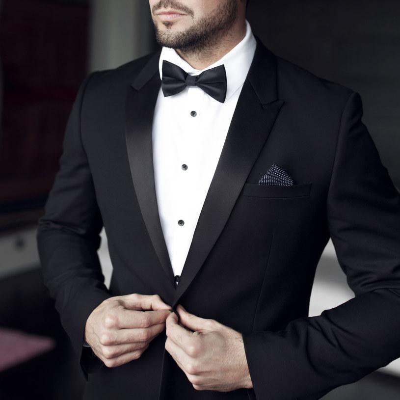 Smoking na wesele powinien być w kolorze czarnym /Adobe Stock