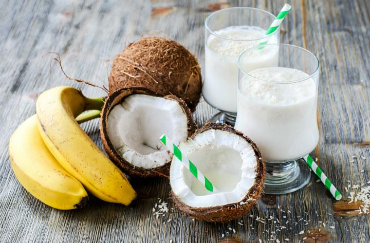 smoothie z olejem kokosowym /© Photogenica
