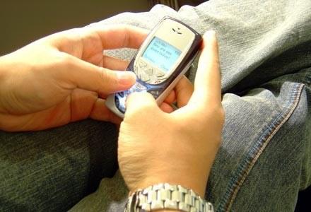 SMS-owy dowcipniś był przekonany o swej całkowitej anonimowości. Pomylił się  fot. Gary Tamin /stock.xchng