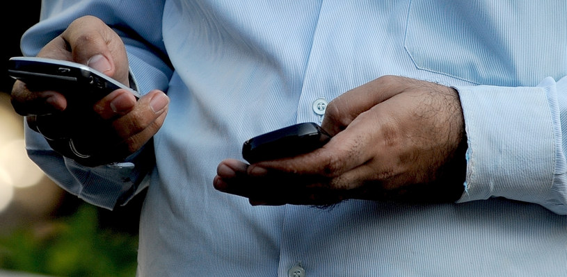 SMS-y mają się w Polsce całkiem dobrze /AFP