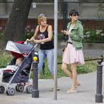 Smutna Kołakowska na spacerze z mamą i synem