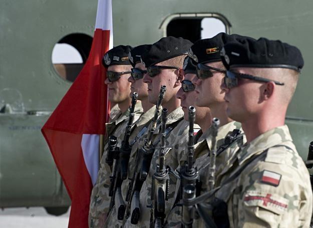 Smutne pożegnanie jednego z kolegów, Afganistan 2010 r. /fot. Adam Roik, Combat Camera DOSZ /