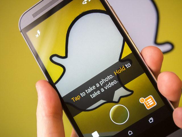"""Snapchat nie pokona Facebooka w wyścigu o liczbę użytkowników, ale już teraz odebrał """"Fejsowi"""" wielu młodych użytkowników /AFP"""