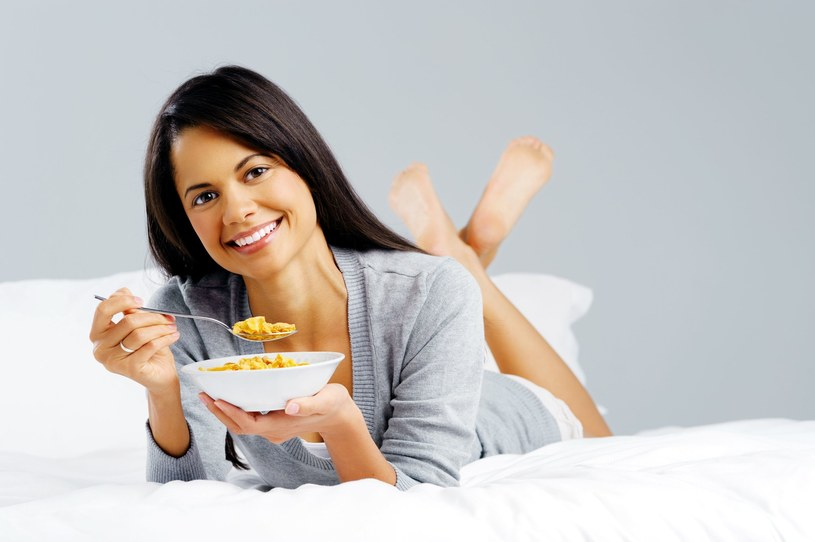 Śniadanie jest najważniejszym posiłkiem dnia /123RF/PICSEL