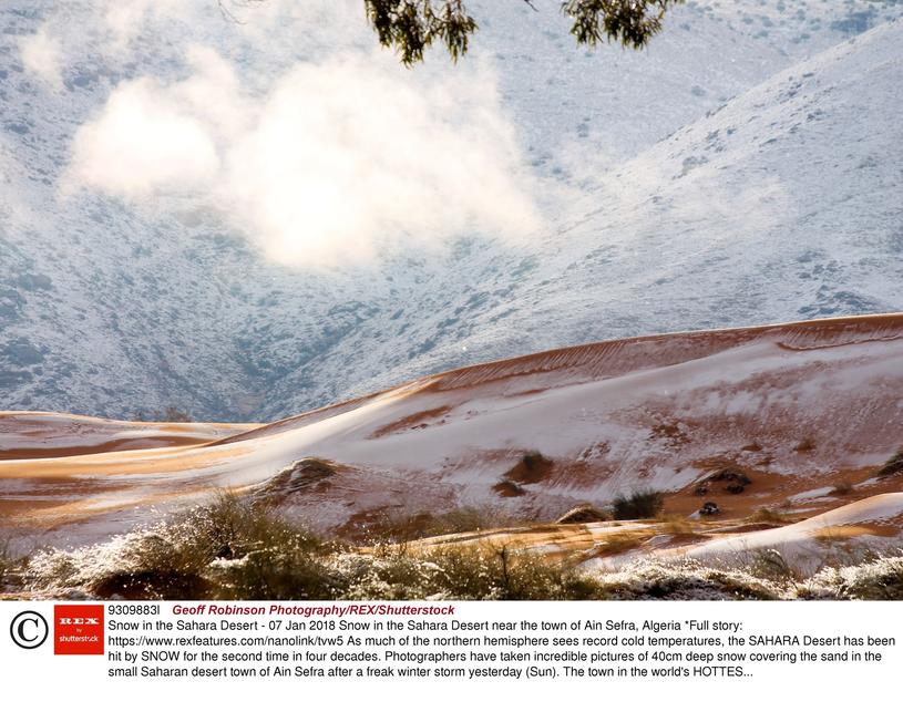 Śnieg na Saharze /GEOFF ROBINSON /East News