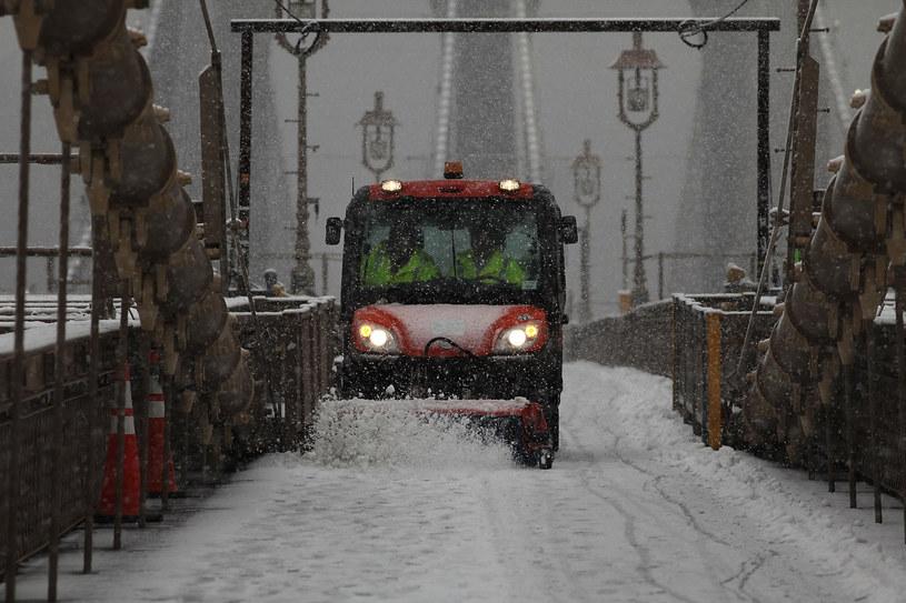 Śnieg nadal ma sypać /AFP